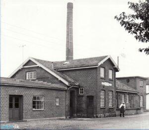 Andelsmejeriet Kjærsdam lå mellem stationen og savværket i Falling